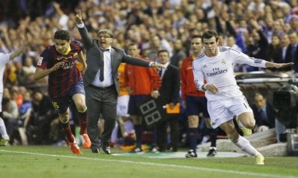 Gareth Bale frente a Marc Bartra
