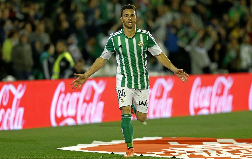 Ruben-Castro-celebrando-un-gol