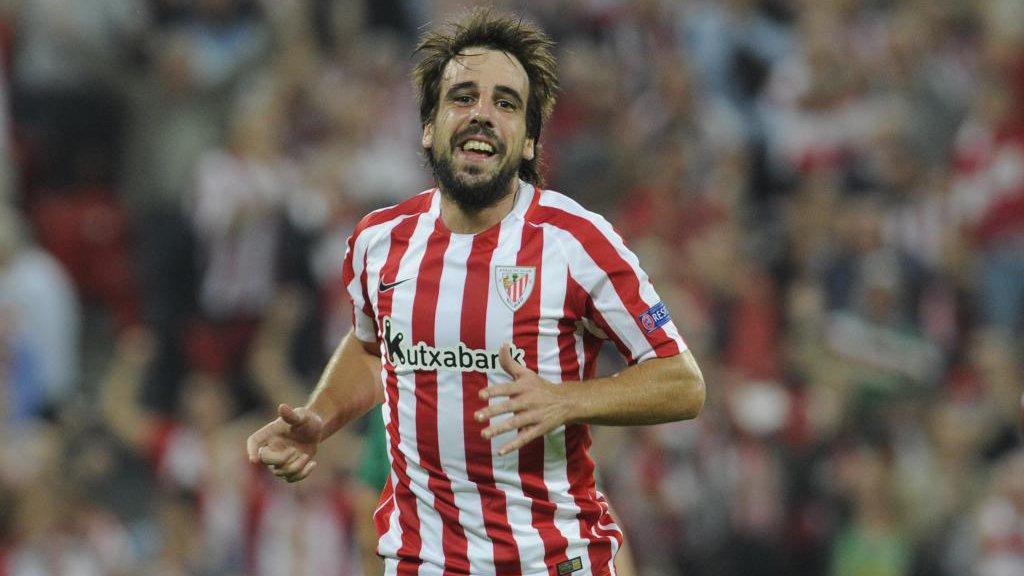Beñat durante un partido esta temporada con el Athletic vía marca.com
