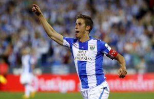 Alexander Szymanowski celebrando el gol