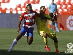 Bacca disputa una acción ante el Granada