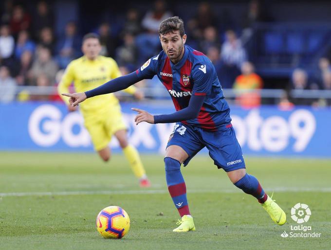 Campaña durante una jugada ante el Villarreal