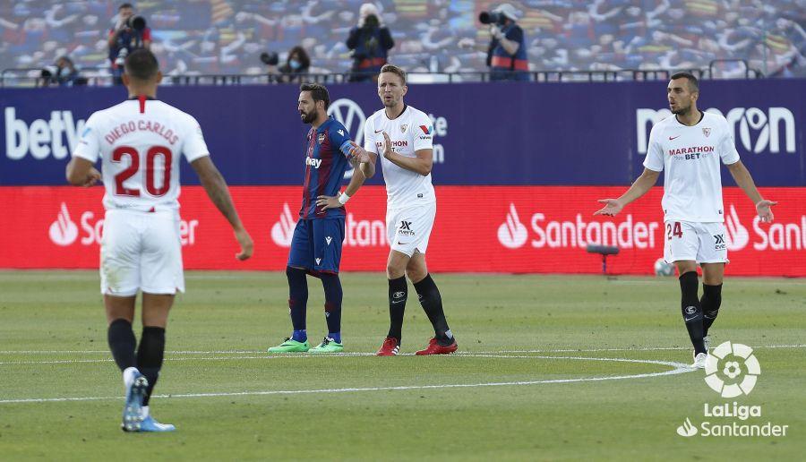 Diego Carlos en un partido