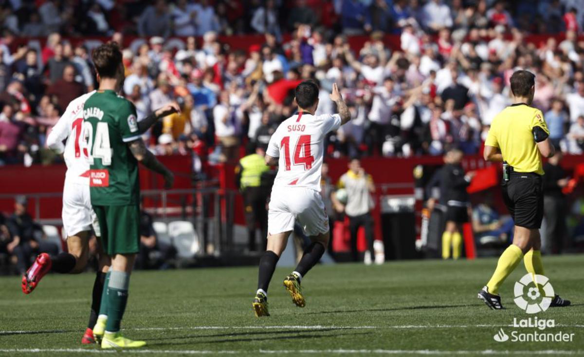 Suso durante un partido con el Sevilla
