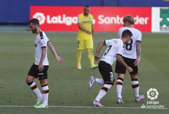 Gayà durante un partido con el Valencia