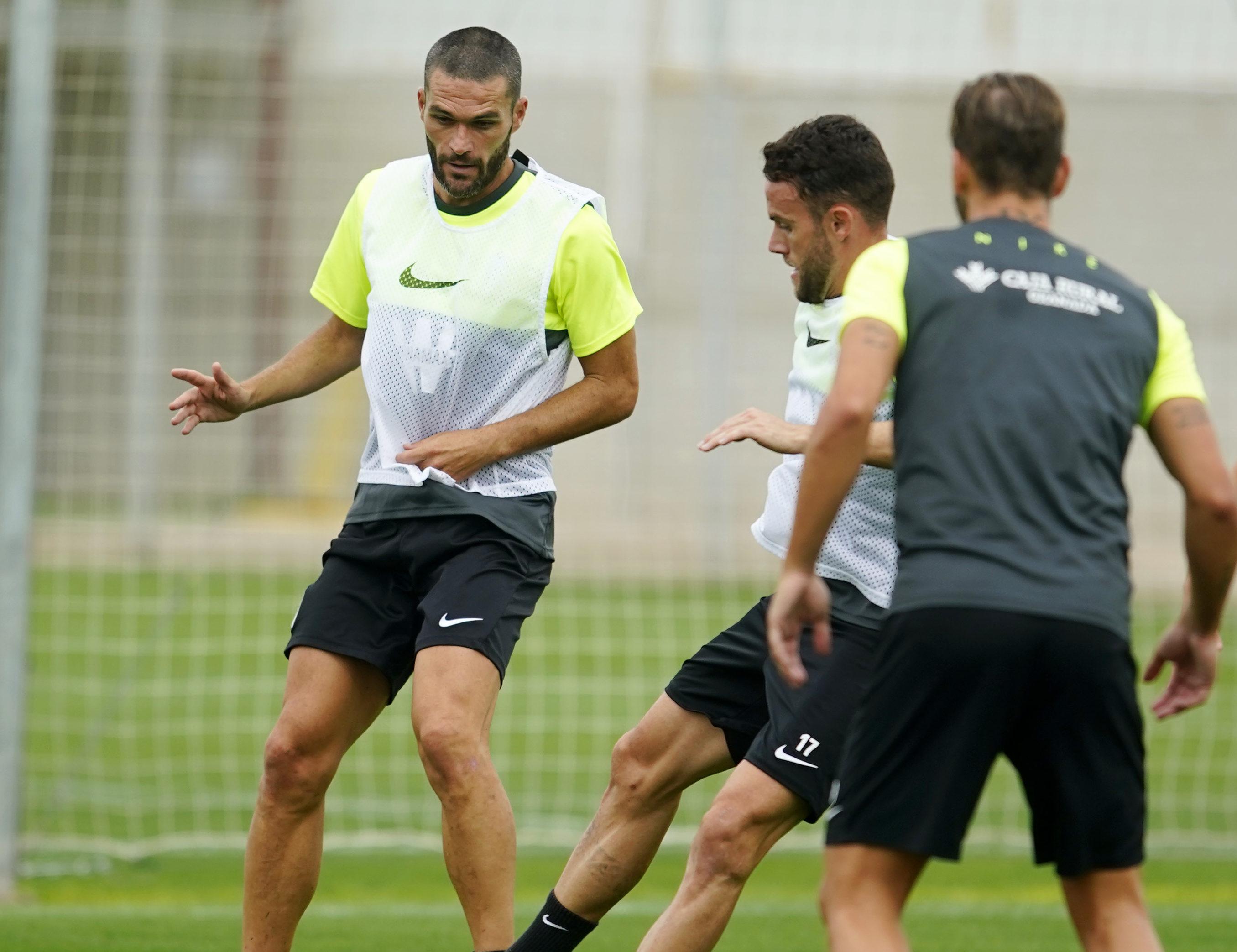 Jorge Molina durante un entrenamiento con el Granada