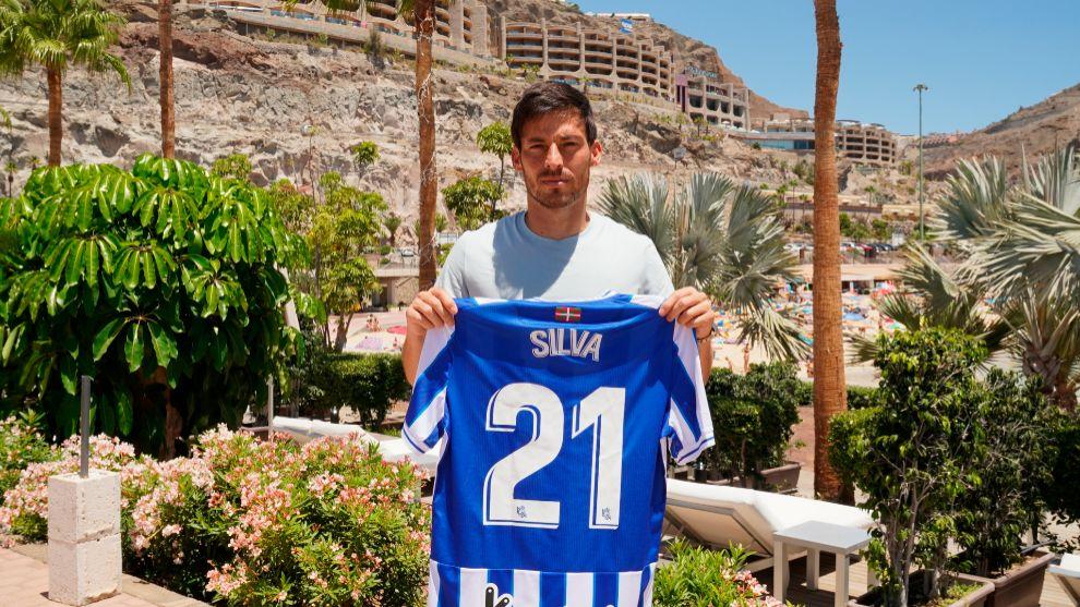 Silva posa durante su presentación como jugador de la Real Sociedad