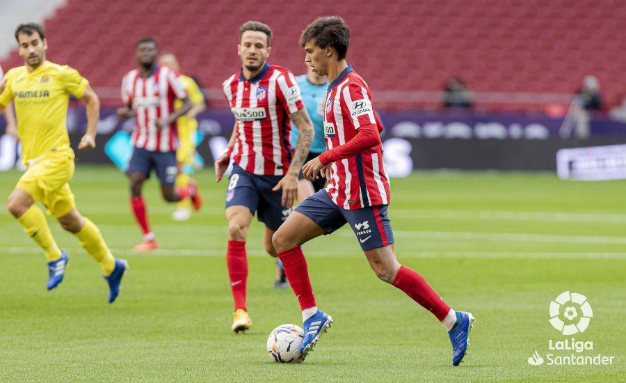 Joao Félix conduce el balón durante al partido ante el Villarreal