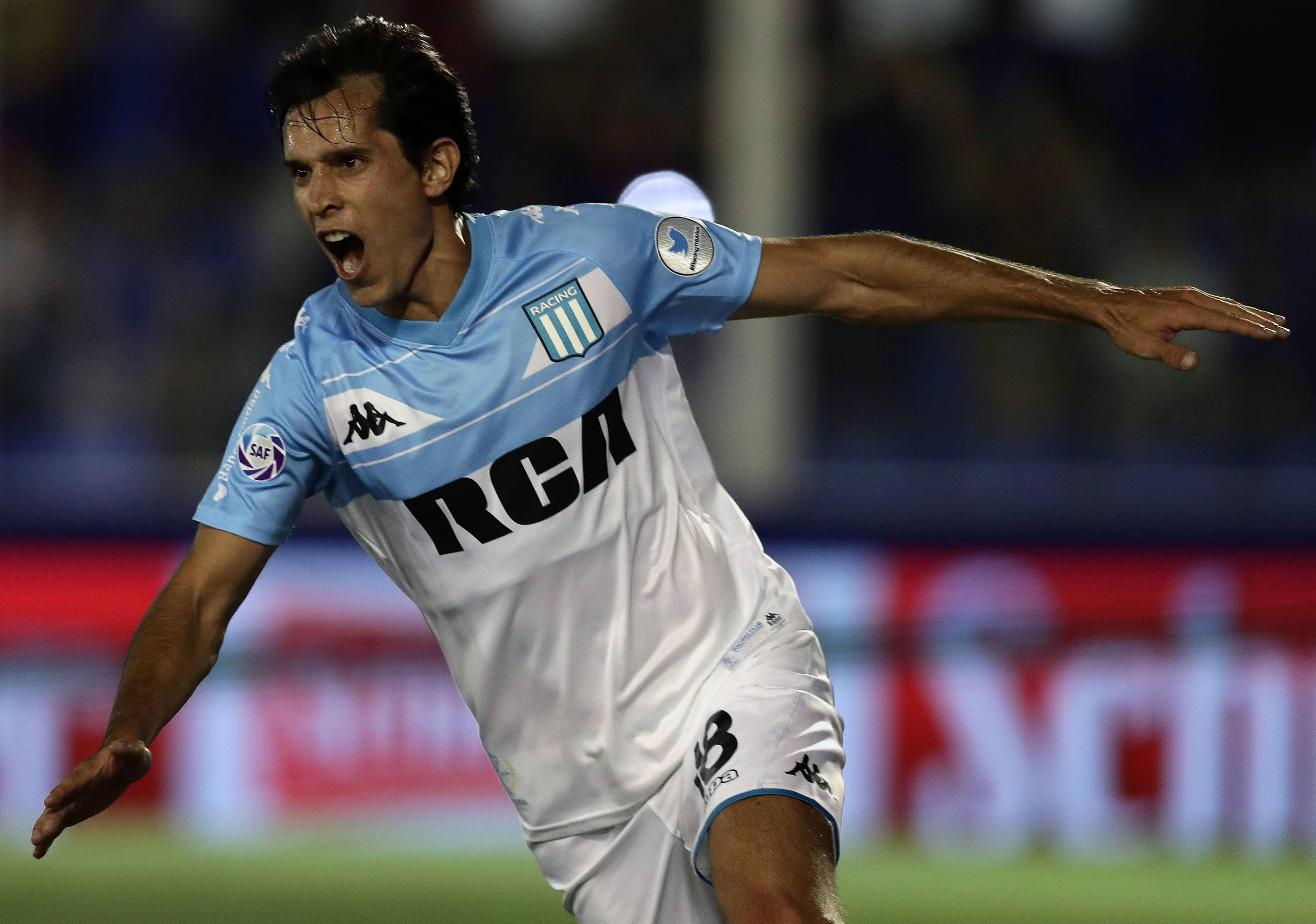 Augusto Solari en partido con el Racing argentino
