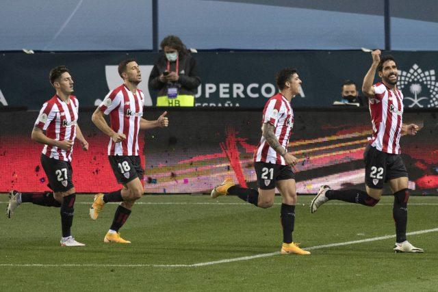 Raúl García celebrando el gol ante el Madrid