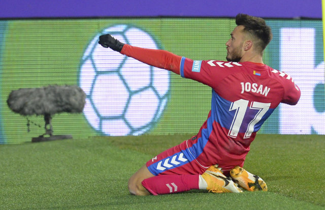 Josan celebrando un gol