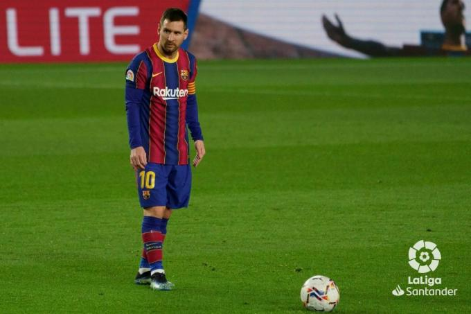 Messi se prepara para lanzar