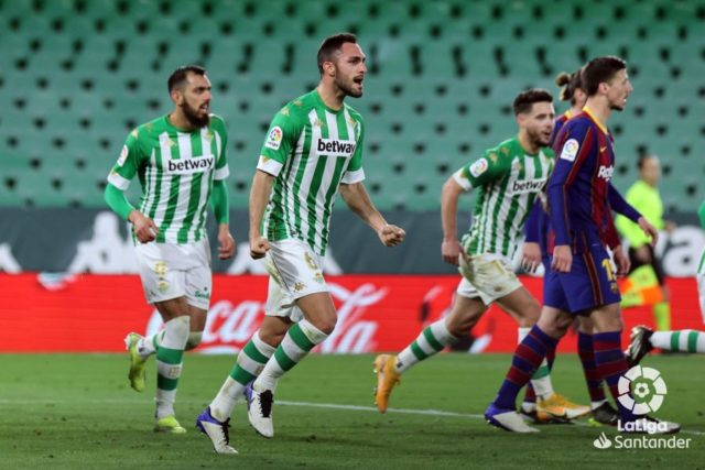 Víctor Ruiz celebra un gol