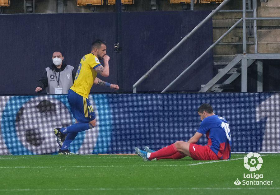 Negredo celebrando un gol con el Cádiz