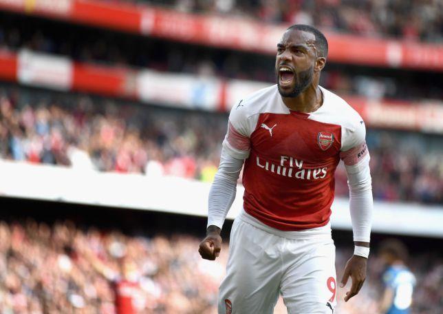 Lacazette, goleando con el Arsenal