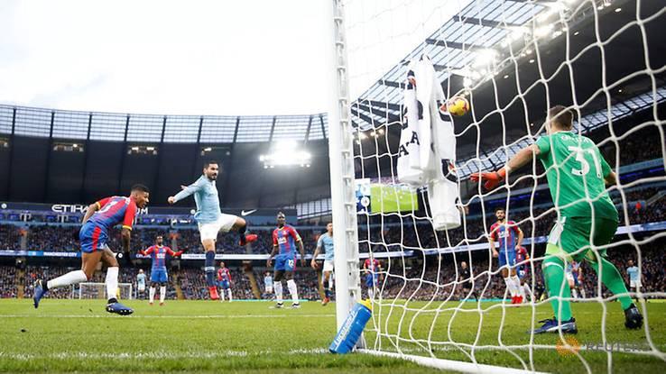 Vicente Guaita defendiendo la portería del Crystal Palace contra el Manchester City