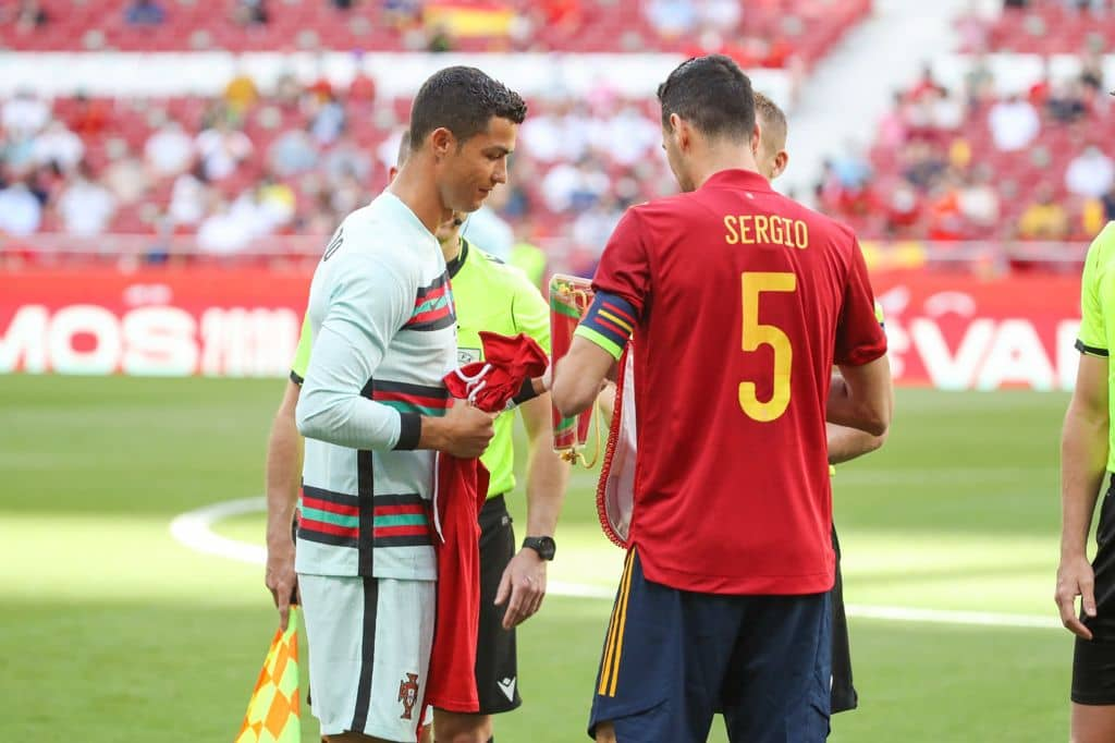 Sergio Busquets y Cristiano Ronaldo