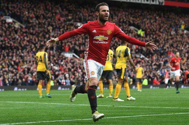 Juan Mata celebrando un gol con el Manchester United