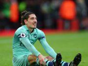Héctor Bellerín cae lesionado ante el Southampton